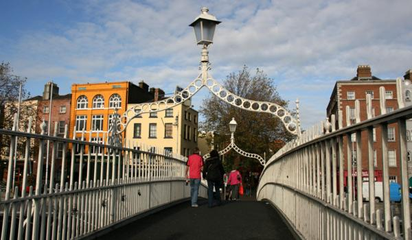 Most attractions in Dublin are within a short walking distance and there are many bridges that link the two halves of the city.