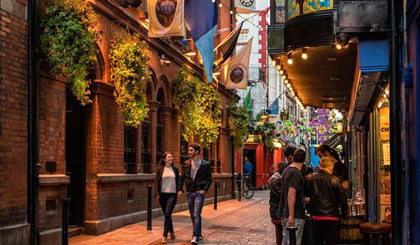 Walk the cobblestone streets on your way to dinner & drinks through Temple Bar in Dublin.