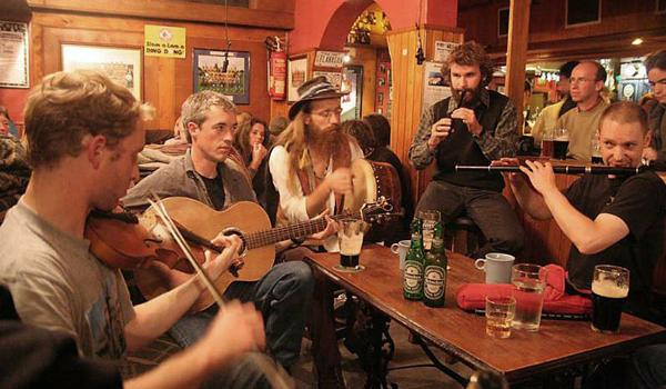 Doolin Cottages   Pub Trad Session