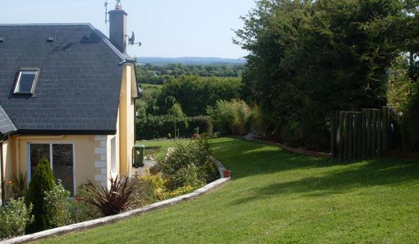 Eden Cottage Retreat: Countryside Views