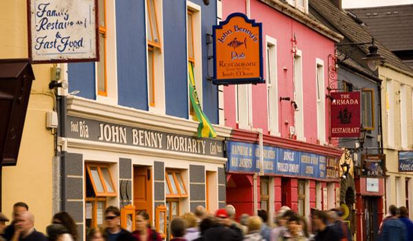 The colourful streets of Dingle Town