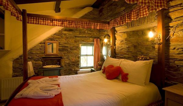 Romantic bedroom at Grove House Cottages