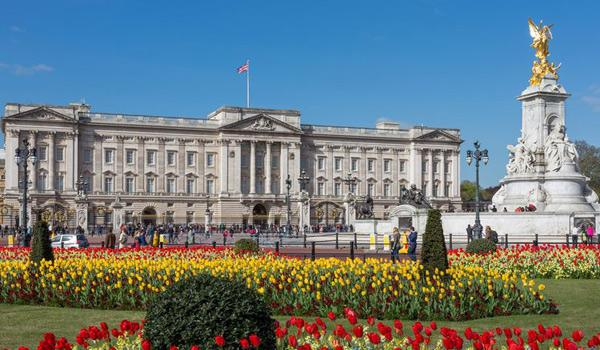Spectacular Buckingham Palace - The Queen's home in London