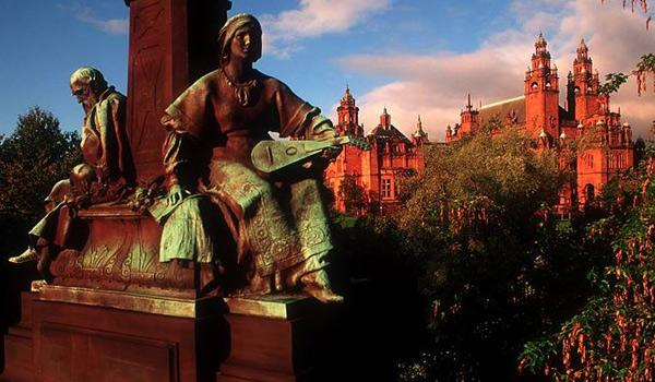 The distinctive red Kelvingrove Art Gallery in Glasgow