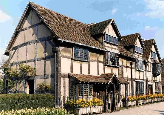 a biography of william shakespeare born in stratford upon avon england The bard is born william shakespeare is born in stratford-upon-avon to john and mary arden shakespeare the fourth of the shakespeares' eight children shares a birthday with st george, the patron saint of england.