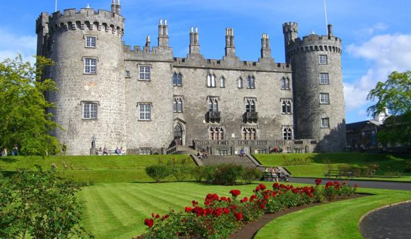 Outside view front of kilkenny castle