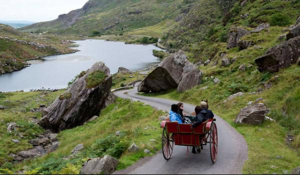 group riding through killarney lakes and parkland on horse and carriage ride to Ross Castle